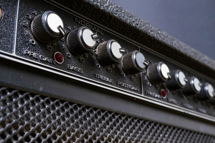 knobs on a guitar amp